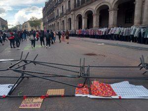 La protesta llegó hasta la oficina donde despacha Alfredo Del Mazo Maza, gobernador del Estado de México, (Foto cortesía de Alejandra Zarate).